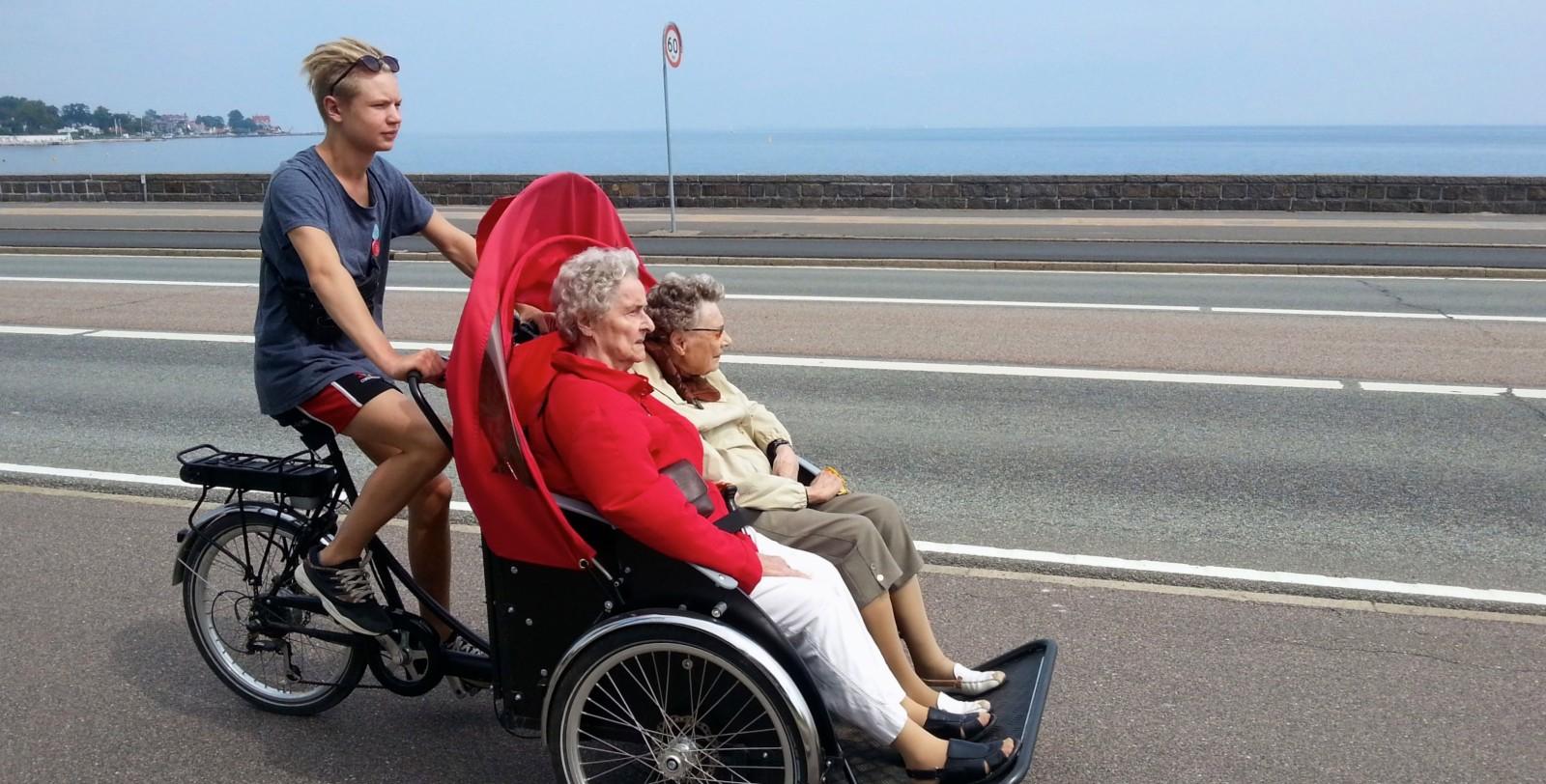 Cykling uden alder - Hugo, Tove, Else (foto Ole Kassow) lav opløsning